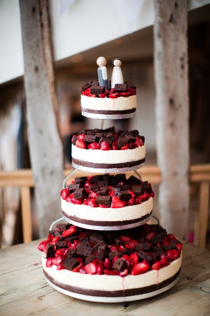 Strawberry Cheese Wedding Cake With Brownie Toppings