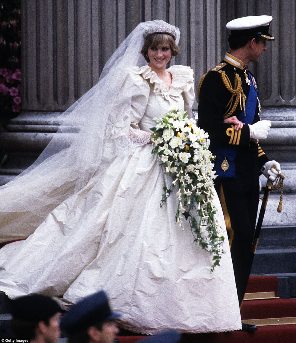 9 Facts You Didn T Know About Princess Diana S Wedding Dress